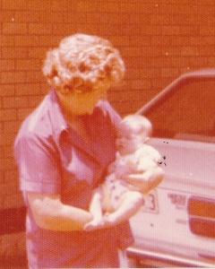 1976MumJess3daysoldCROPW